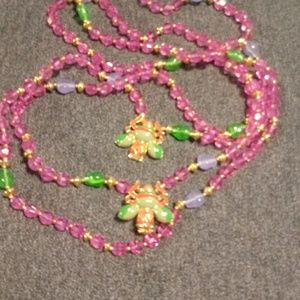 Jewelry - Pink glass bead necklace with bee clasp
